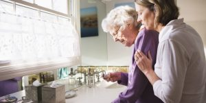 landscape-1432843470-elderly-woman-with-daughter